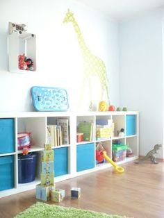 Statt Wand, blaue Kisten