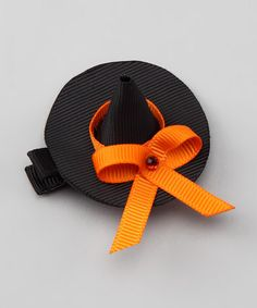 How cute is this hair bow for little witches? (not literally, of course) Hair Ribbons, Diy Hair Bows, Bow Hair Clips, Ribbon Bows, Ribbon Art, Halloween Hair Bows, Halloween Crafts, Ribbon Crafts, Diy Crafts