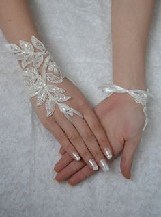 ivory wedding glove unique Original design Wedding por UnionTouch
