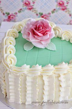 Pullahiiren leivontanurkka: Täydellinen täytekakku Vanilla Cake, Mint, Desserts, Christmas, Food, Label, Party Ideas, Tailgate Desserts, Xmas