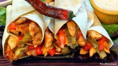 Mangiare etnico sta diventando sempre più una costante anche nella tradizione culinaria italiana che, come si sa, è considerata una delle migliori al mondo.  Tra quelle estere, la cucina messicana è una delle più scelte da chi organizza una cena diversa, magari in compagnia di amici, per una serata all'insegna della convivialità e dell'allegria. Uno dei piatti di punta proposti dai ristoranti messicani sono le fajitas di pollo.