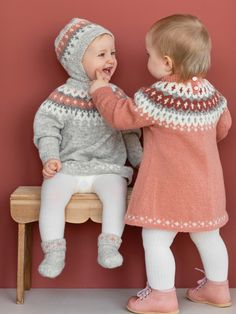 VARDEKJOLE Garnpakker mnd i Lamullgarn fra Rauma Garn - fair isle knittings Baby Booties Knitting Pattern, Knitted Baby Cardigan, Toddler Sweater, Knitted Baby Clothes, Baby Knitting Patterns, Baby Outfits, Kids Outfits, Knitted Jackets Women, Pull Bebe