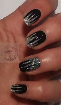 Stunning Glitter Nail Designs Glitter nail art designs have become a constant favorite. Almost every girl loves glitter on their nails. Glitter nail designs can give that extra edge to your nails and brighten up the move and se… Metallic Nails, Glitter Nail Art, Black Glitter Nails, Black Silver Nails, Black Nail Art, Matte Black, Glitter Uggs, Lilac Nails, Silver Nail Art