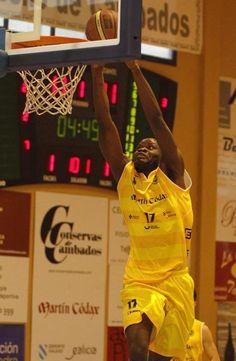 Tiempo Muerto @tiempomuerto3  #LEBPlata #CharlesNkaloulou (@Showbizi1) jugador de @xuven #MVP 12ª Jornada con 34 ptos de valoración