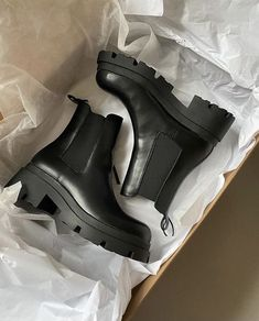 Sneakers Fashion, Fashion Shoes, Shoes Sneakers, Shoes Heels Pumps, Swag Shoes, Aesthetic Shoes, Hype Shoes, Pretty Shoes, Dream Shoes