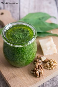 Wild garlic pesto with walnut recipe - MakeItSweet.de - Wild garlic pesto with walnut recipe – MakeItSweet.de Best Picture For salat ideen For Your Tas - Crockpot Recipes For Two, Quick Chicken Recipes, Vegan Recipes, Brunch Recipes, Pesto With Walnuts Recipes, Pesto Vegan, Wild Garlic Pesto, Pesto Dip, Walnut Recipes