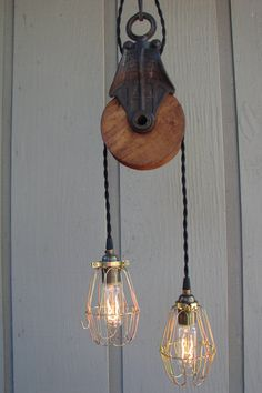 Upcycled Farm Pulley Lighting Pendant with Articulating Bulb Cages. Just find an old sewing maching or hit the farm yard sales and see if you can get a pulley and you can buy the old fabric wire wrapping to make your lights hang nice and look old Pulley Light, Lamp Light, Pendant Lamp, Pendant Lighting, Farm Yard, Industrial Lighting, Funky Lighting, Home And Deco, Lampshades