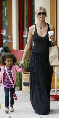 Celeb mom style steals: Heidi Klum. Find out how you can copy this chic look that is perfect for summer!
