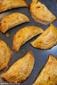 Baked Ground Beef Empanada are loaded with cheese and baked to a golden brown. Beef Recipes For Dinner, Meat Recipes, Mexican Food Recipes, Appetizer Recipes, Cooking Recipes, Appetizers, Healthy Recipes, Beef Empanadas, Empanadas Recipe