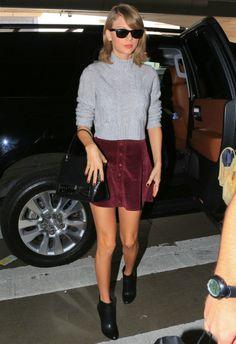 11/4 #テイラー・スウィフト #ハイネックニット #コーデュロイスカート #outfit