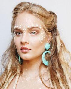 """Alô #GlamourGirls! Procurando inspiração de make para o seu Carnaval? Tem um tutorial supercompleto para encarnar a sereia com a linda @valentinabulc a Belinha de """"Malhação"""" lá no nosso site. Ela foi produzida pela @daniellevaz com exclusividade para a Glamour no @jacquesjanineoficial. Para conferir o passo a passo é só clicar no nosso link da bio. (Foto: Manu Tabosa) #belezacomglamour  via GLAMOUR BRASIL MAGAZINE OFFICIAL INSTAGRAM - Celebrity  Fashion  Haute Couture  Advertising  Culture…"""