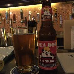 Cerveja Raspberry Wheat Ale, estilo American Wheat/Rye, produzida por Sea Dog Brewing, Estados Unidos. 4.5% ABV de álcool.