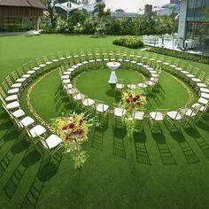 Vintage and elegant wedding decoration ideas: rustic wedding decorations; wedding aisle d. Luxury Wedding, Elegant Wedding, Rustic Wedding, Dream Wedding, Church Wedding, Star Wedding, Wedding Set Up, Wedding Seating, Wedding Table