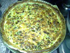 farine, beurre, eau, poireau, lardons, oeuf, fromage râpé, crème fraîche, poivre, Sel