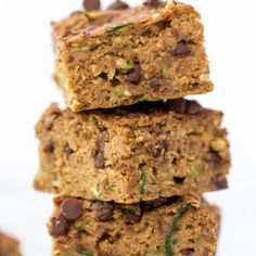 Zucchini Chocolate Chip Protein Bars -- kid-friendly, allergy-friendly and absolutely delicious! Super Healthy Kids, Healthy Meals For Kids, Healthy Treats, Healthy Baking, Kids Meals, Healthy Breakfasts, Healthy Desserts, Protein Bars, Protein Muffins
