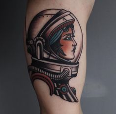 Astronaut tattoo ideas for the dreamers and explorers. Take a look at our selection of spaceman tattoos and their meanings. Body Art Tattoos, New Tattoos, Girl Tattoos, Sleeve Tattoos, Tattoos For Women, Tatoos, Astronaut Tattoo, Old School Tattoo Motive, Traditional Tattoo Girls