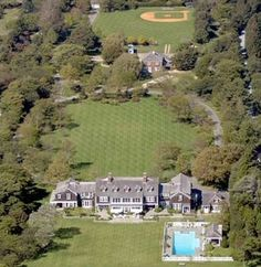 Jerry Seinfeld's Hampton mansion that he bought from Billy Joel for $ 32 million