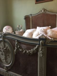 Antique cane bed with basket of flowers carving Bedroom Furniture Design, French Style Bedroom, Bedroom Vintage, Furniture, Bed, Deck Furniture, Country Furniture, French Inspired Decor, Vintage Furniture