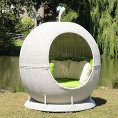 Rotating Rattan Apple Outdoor Daybed - White Rattan