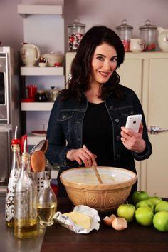 La Ghiacciaia Icebox Cream Refrigerator, the beautiful La Ghiacciaia fridge from Meneghini, better known as 'Nigella Lawson's fridge' from the BBC 'Nigella Express' series. Best Cookbooks, Nigella Lawson, Professional Chef, Food Website, Chef Recipes, Delish, Cooking, Simply Nigella, Domestic Goddess
