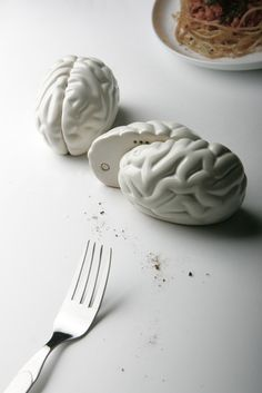 Fabryka Form - Solniczka i pieprzniczka Brain - Propaganda Salt Pepper Shakers, Salt And Pepper, Tea Pots, Brain, Tableware, Gadgets, Eye, Inspired, Shop
