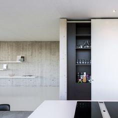 Küchenzeile Hinter Schiebetüren Versteckt Kochinsel