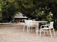 Silla de jardín con brazos STACK | Silla en Batyline® - GANDIA BLASCO