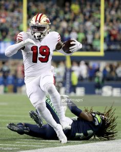 News Photo : Wide receiver Deebo Samuel of the San Francisco. 49ers Players, Nfl Football Players, Football Helmets, Mike Jordan, Nfl Uniforms, Nba Stars, Football Pictures, Wide Receiver, Great Team