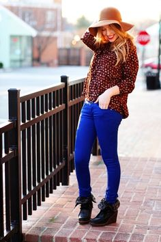 this whole outfit works together so well. i LOVE the different contrast of colors.