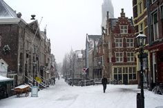 Winter in Delft, Cameretten, left the Koornbeurs to the right the Kaershof