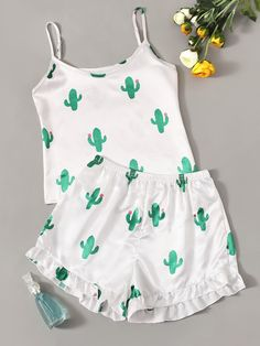 To find out about the Cactus Print Satin Cami PJ Set at SHEIN, part of our latest Night Sets ready to shop online today! Cute Pajama Sets, Cute Pjs, Cute Pajamas, Teen Fashion Outfits, Teenage Outfits, Girl Outfits, Summer Outfits, Fashion Goth, Pajama Outfits