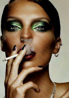 I love glittery green eye make up