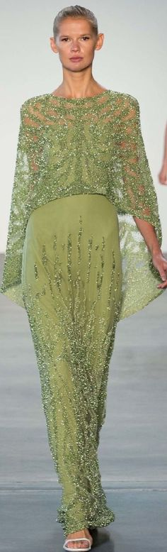 #Farbberatung #Stilberatung #Farbenreich mit www.farben-reich.com Pamella Roland Estilo Fashion, Fashion Mode, Look Fashion, Haute Couture Gowns, Couture Fashion, Beautiful Gowns, Beautiful Outfits, Gala Dresses, Formal Dresses