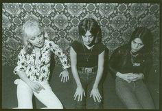 Mis estimados Taringueros amantes del Rock!!!. Sean bienvenidos, nuevamente, a esta muestra fotografica de la musica que nos apasiona!!!. Agradeciendo el gran recibimiento de los post anteriores y a pedido de los rockers taringueros,. Vuelvo con lo que...