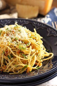 Spaghetti Aglio e Olio   TheSuburbanSoapbox.com