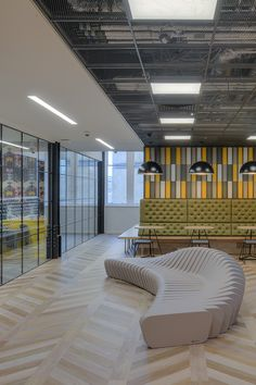A revolutionary call centre environment where employees can thrive and truly enjoy their workspace. Feminine Office Decor, Rustic Office Decor, Small Office Decor, Corporate Office Decor, Office Ideas, Office Furniture Design, Workspace Design, Commercial Interior Design, Commercial Interiors
