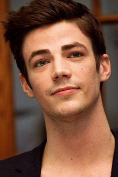 Grant Gustin *---* he is so beautiful ❤
