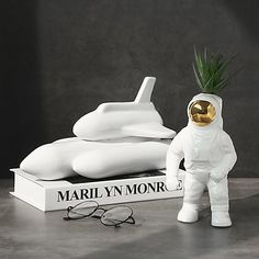 Buy an Astronaut Vase for your home or office. Become an Apollo Box member and save on creative pop art decor from around the globe. Home Design, Unique Home Decor, Modern Decor, Pop Art Decor, Decoration, Apollo Box, Cute Wedges, Led Night Light, Vases Decor