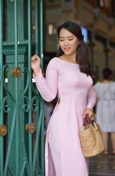 Ao Dai Vietnam, Dresses For Work, Shirt Dress, Princess, Exotic, Photography, Shirts, China, Colour