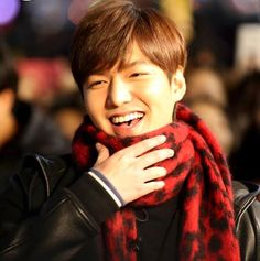 9 Candid photos of Lee Min Ho at Guerrilla Date