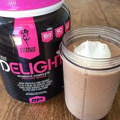 -Post workout shake- Blended: ▫ice ▫unsweetened almond milk ▫1 tsp cocoa ▫1 scoop @iamfitmiss chocolate delight  Topped with: ▫sugar free whipped cream  Protein shakes encourage ▫fat loss ▫lean muscle mass ▫increase satiety ▫deliver essential nutrients  ▫and even improve metabolic activity.   Check out this link for more info on #FitMiss Delight and how it's specifically designed with women in mind.