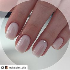 The advantage of the gel is that it allows you to enjoy your French manicure for a long time. There are four different ways to make a French manicure on gel nails. Short Pink Nails, Pale Pink Nails, Pink Manicure, Gel Nails, Matte Pink, Nails Inc, Pink Glitter, Glitter Nails, Blush Pink