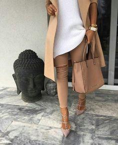 tan trench coat, ripped tan jeans, white tricot, valentino rockstud shoes, valentino handbag studded tan shopper, street fashion