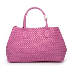 Aah... the beautiful Erin in Pink (medium size 40cm) <3  The ultimate bag for those who wants to add a bold color to the out fit of the day and keep the class.  Get it at getnameless.com <3