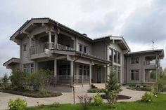 Большой деревянный дом из клееного бруса, но без ярко выраженных дизайнерских элементов
