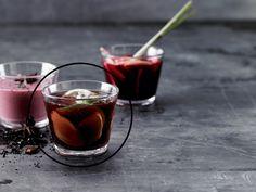 Virkistävä Inkiväärinmakuinen shotti granaattiomenamehusta - kuntoplus.fi Moscow Mule Mugs, Alcoholic Drinks, Food Porn, Shots, Tableware, Ethnic Recipes, Advent, Girls, Wine