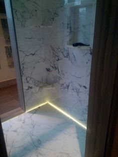 Bath and bask in a decant glow with the top 50 best shower lighting ideas. Explore unique illumination designs for your master bathroom. Paris Theme Bathroom, Lake House Bathroom, Large Bathroom Mirrors, Bathroom Shower Curtains, Shower Lighting, Bathroom Lighting, Small Toilet, Bathroom Design Luxury, Amazing Bathrooms