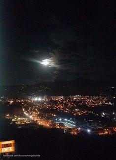 La hermosa luna llena que nos ha acompañado estas noches en el cielo de Bucaramanga. Gracias Mauricio Castellanos (http://on.fb.me/1SmlyAk) por la foto #nochesBUC