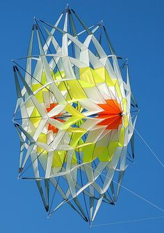 The Giant Flower Kite Kites For Kids, Kite Making, Fun Crafts, Paper Crafts, Kite Designs, Cultural Crafts, Go Fly A Kite, Geometric Fashion, Candle In The Wind