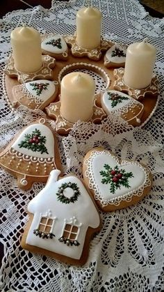 These are adorable iced cookies. These are adorable iced cookies. Easy Christmas Cookie Recipes, Christmas Sugar Cookies, Christmas Sweets, Christmas Cooking, Christmas Gingerbread, Easy Cookie Recipes, Noel Christmas, Holiday Cookies, Simple Christmas